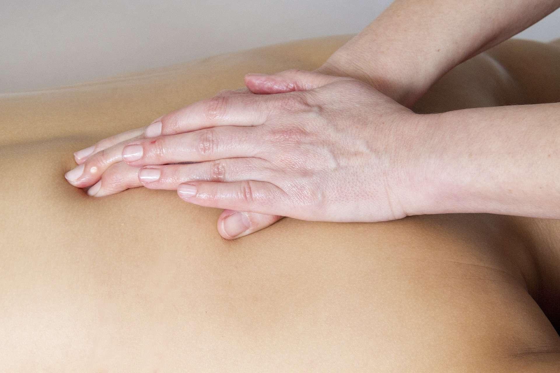Wellness oil back massage